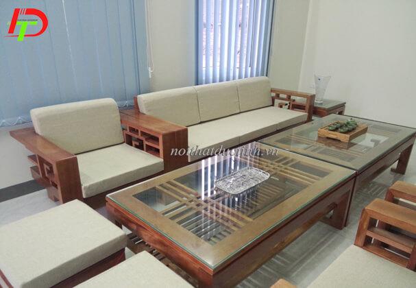 Bàn ghế BG13 làm từ gỗ sồi cao cấp, thiết kế tinh xảo