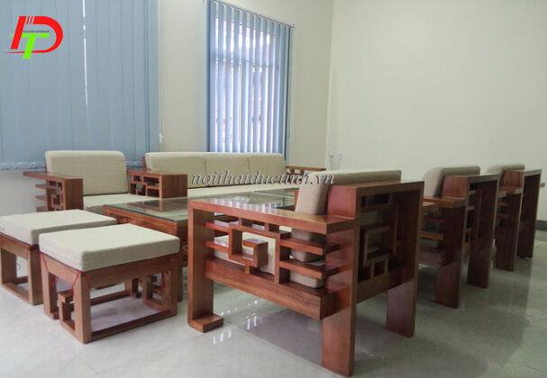Mẫu bàn ghế gỗ BG13 làm cho phòng khách trở lên sang trọng, lịch sự hơn