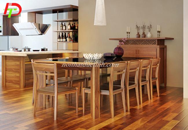 Bàn ăn kiểu dáng hiện đại làm từ gỗ sồi nga